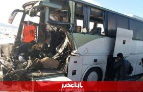 تصادف اتوبوس با ۵ خودرو سواری در اتوبان قم تهران