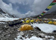 بحران در کمپ اصلی اورست/ اکثر کوهنوردان علائم کرونا دارند!