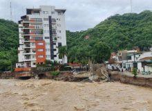 """طوفان گرمسیری """"نورا"""" در مکزیک قربانی گرفت"""