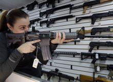 نزدیک به نیمی از خریداران اسلحه در آمریکا را زنان تشکیل میدهند