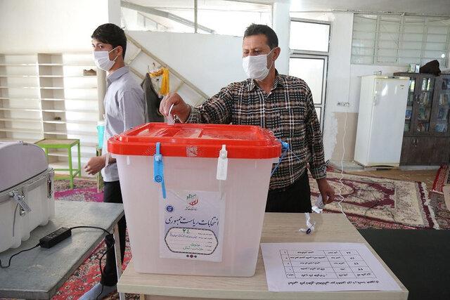 فرماندار: برخی از شعب اخذ رای در شهرستان مانه و سملقان با کمبود تعرفه مواجه شدند