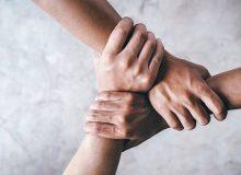 انجام کار داوطلبانه برای نیازمندان