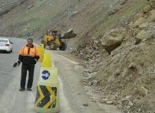 ریزش کوه جاده هراز را مسدود کرد